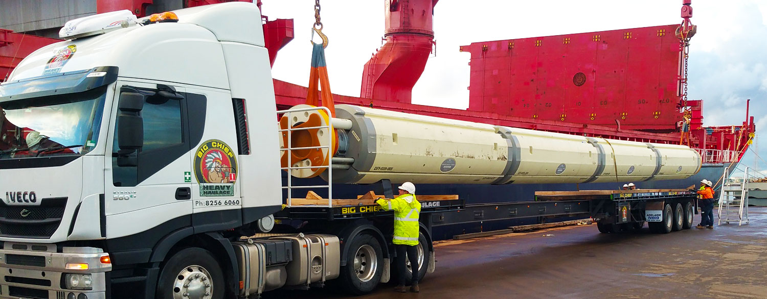 Big Chief Heavy Haulage Truck with Extendable Trailer with Oil Rig Column